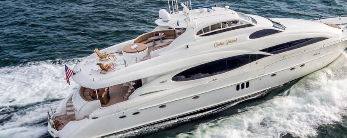 rental--boat-Lazzara-106feet_kJ6x8G4